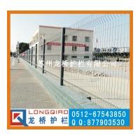 淄博围墙护栏网 淄博院墙外围围栏网镀锌喷塑桃形柱隔离网 龙桥